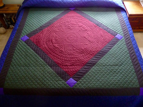 AmisH Quilt Red Center Diamond Pattern